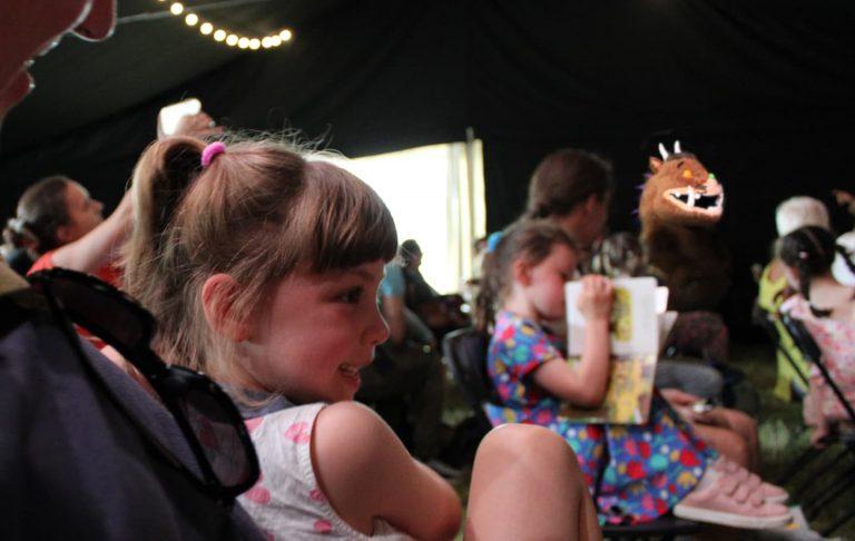 kids enjoying the gruffalo at barnes festival